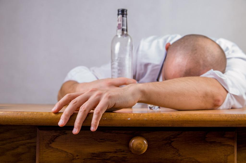 alcohol-hangover-event-death-52507_1024x1024